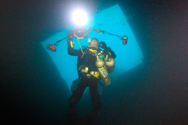Me in Haven wreck engine room by Fulvio Finazzi